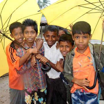 Dlouhá období dešťů život v táboře komplikují