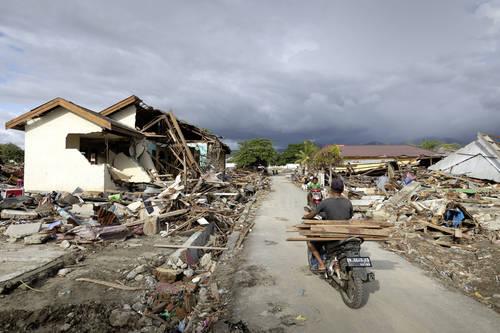 Přístřeší pro lidi po zemětřesení v Indonésii